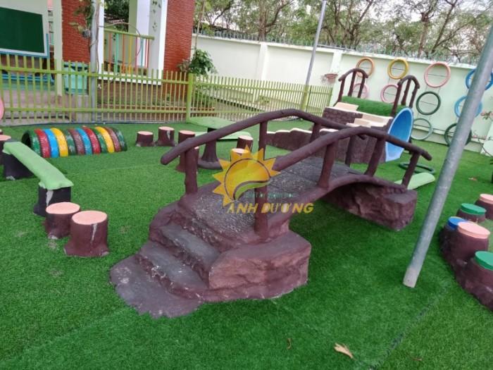 Cỏ nhân tạo trang trí cho trường mầm non, sân chơi, khu vui chơi, TTTM13
