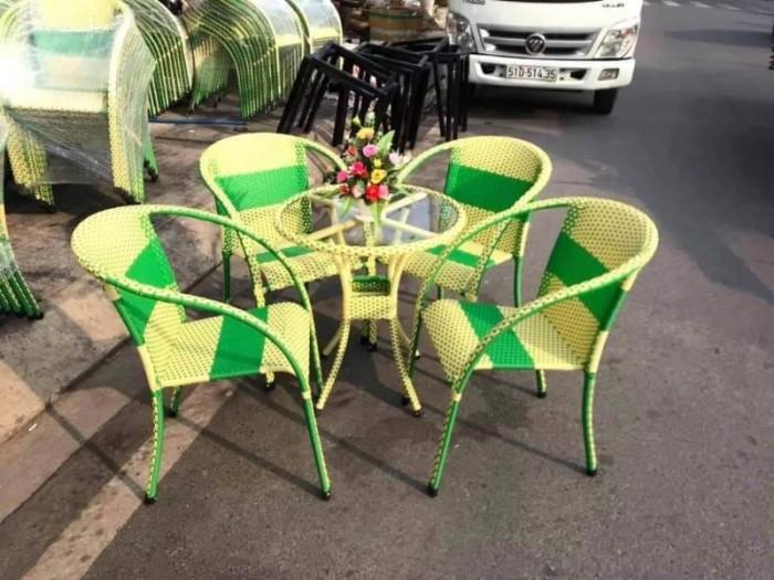 Công ty cần thanh lý nhiều bàn ghế giả mây dùng cho quán cafe..1