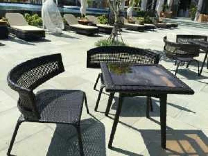 Công ty chúng tôi hiện đang sản xuất và cung cấp các sản phẩm bàn ghế..0