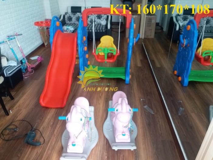 Bộ cầu trượt kèm xích đu cho trẻ em mầm non giá ưu đãi2