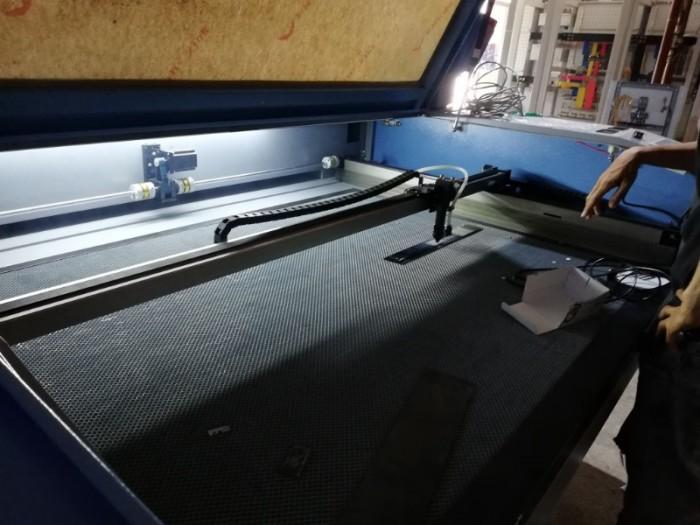 Bán máy cắt Laser cũ chuyên cắt quảng cáo0
