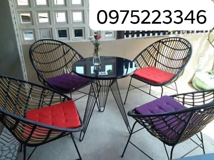 Công ty chúng tôi hiện đang sản xuất và cung cấp các sản phẩm bàn ghế..6