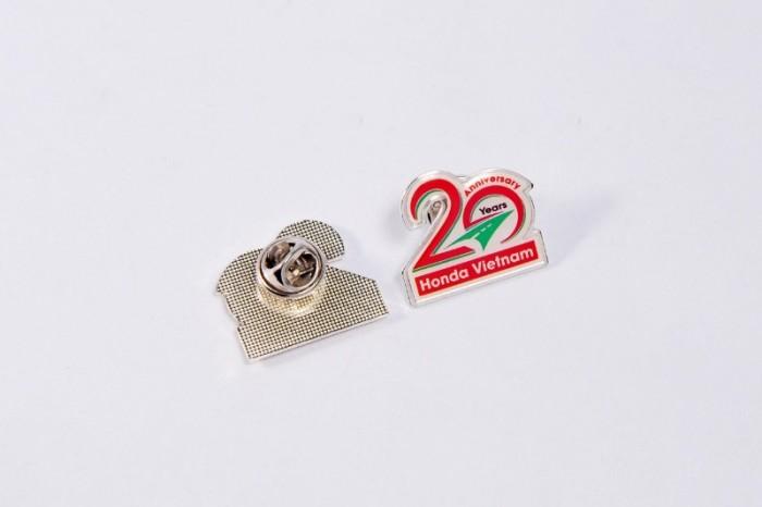 Huy hiệu cài áo in ấn logo tương hiệu11