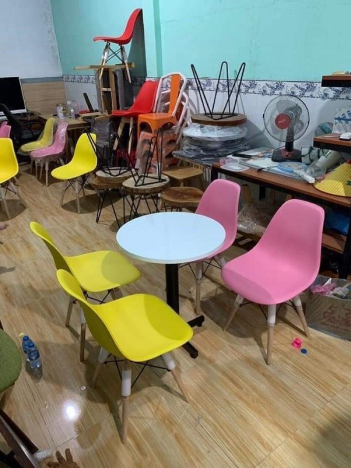 Ghế nhựa chân gỗ nhập giá cạnh tranh chỉ,ghế nhập bao đổi..2