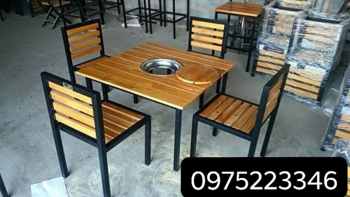 Cần thanh lý bàn ghế gỗ chân sắt giá rẻ..2