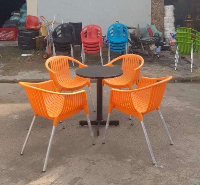 Ghế nhựa đúc chân nhôm giá rẻ..2