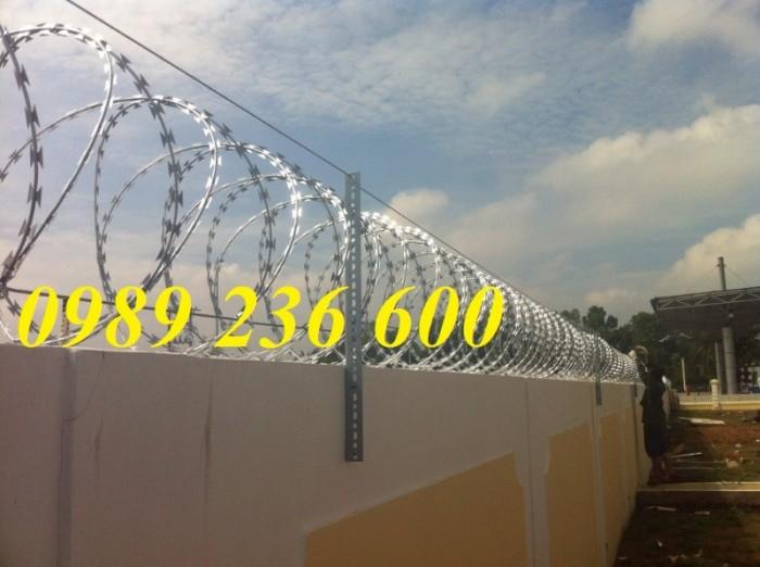 Nhận thi công lắp đặt hàng rào dây thép gai4
