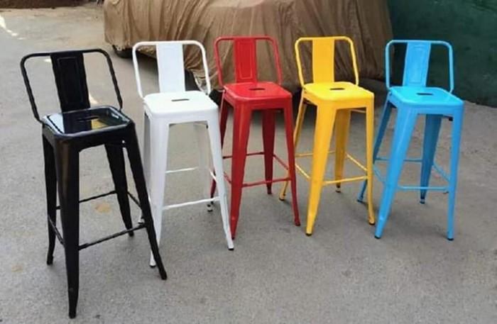 Cần thanh lý một số bàn ghế quầy giá rẻ..2