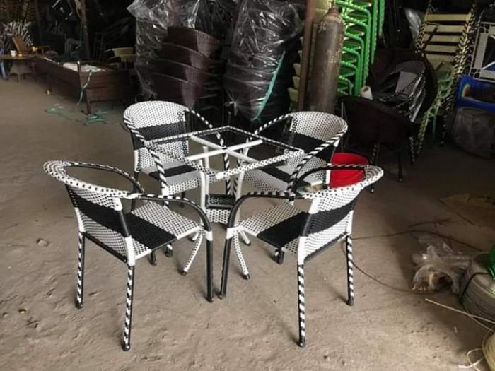 Công ty cần thanh lý nhiều bàn ghế giả mây dùng cho quán cafe..2