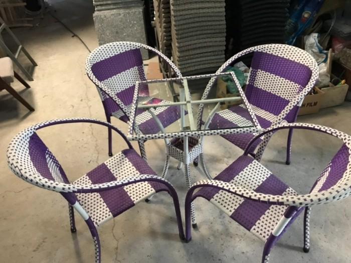 Công ty cần thanh lý nhiều bàn ghế giả mây dùng cho quán cafe..3
