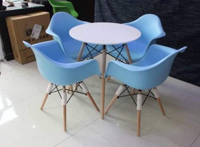 Ghế nhựa đúc cao cấp chân gỗ thanh lý..1
