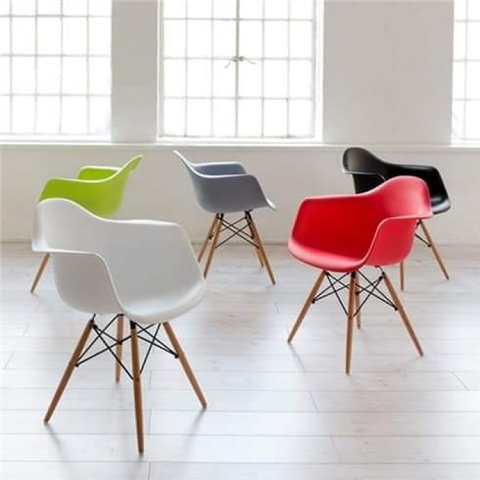 Ghế nhựa đúc cao cấp chân gỗ thanh lý..2