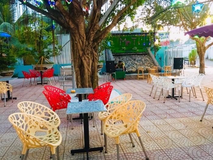 Sản xuất và nhập khẩu các sản phẩm bàn ghế nhựa đúc chuyên dùng cho quán café0