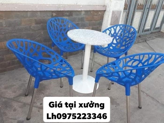 Sản xuất và nhập khẩu các sản phẩm bàn ghế nhựa đúc chuyên dùng cho quán café1