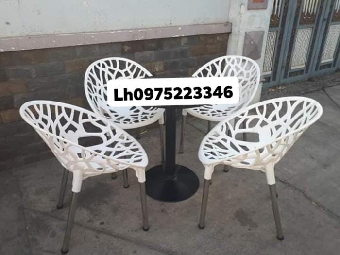 Sản xuất và nhập khẩu các sản phẩm bàn ghế nhựa đúc chuyên dùng cho quán café2