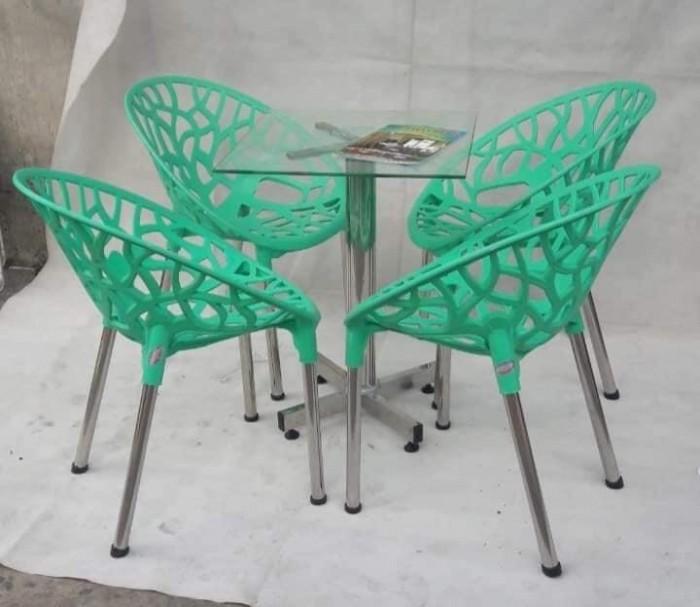 Sản xuất và nhập khẩu các sản phẩm bàn ghế nhựa đúc chuyên dùng cho quán café3