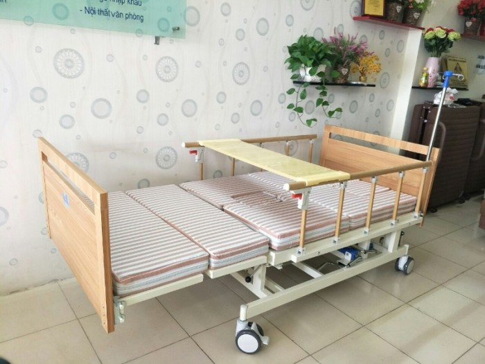 SALE KHỦNG cuối tháng 06 - Với 2 mẫu giường bệnh đa chức năng1