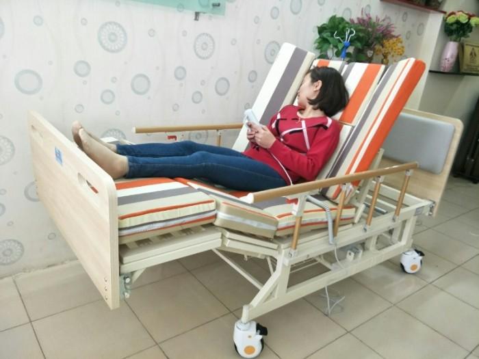 SALE KHỦNG cuối tháng 06 - Với 2 mẫu giường bệnh đa chức năng7