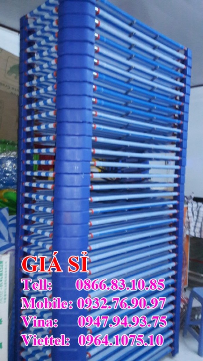Giường mầm non, chất lượng đảm bảo,   Chất liệu: khung kẽm, cây cong innox,  chân nhựa đúc, vải lưới sợi textilen vô cùng chắc chắn  Vải có các lỗ thoát nước, thông khí rất tốt cho giấc ngủ chủa bé  Kích thước giường: 160x100x10cm; 60x120x10cm; 80x120x10cm, 60x140x10cm..
