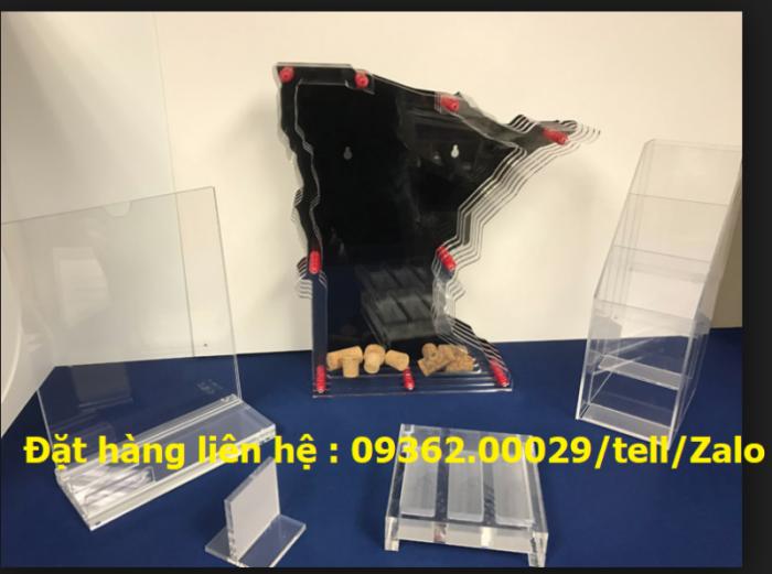 Kệ mica để sản phẩm mẫu trưng bày, kệ đựng tờ rơi , tài liệu A43