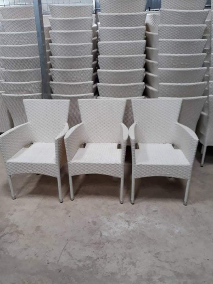Cần thanh lý 100 ghế mây nhựa giá rẻ..3