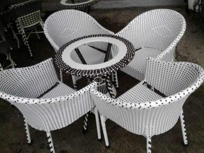 Bàn ghế cafe cao cấp độc lạ giá tại nơi sản xuất.2