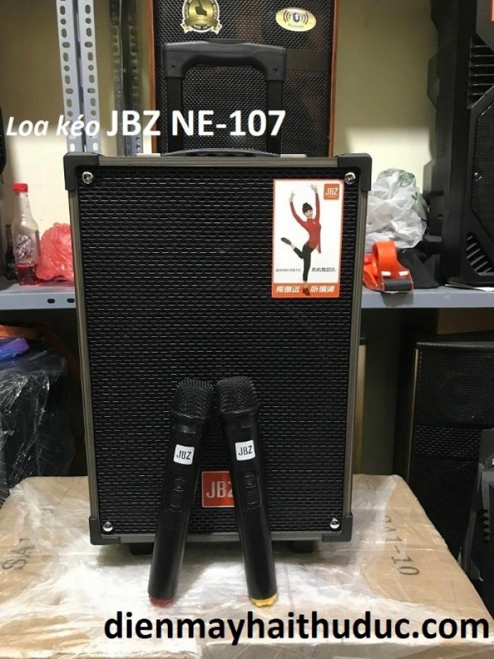 Loa kéo JBZ NE-107 Kết nối cần thiết như: cổng USB/ SD, cổng AUX, cổng micro có dây, cổng sạc với nguồn 15V,  jack đấu bình 12V. Thời gian xài đến 3 – 4 giờ.3