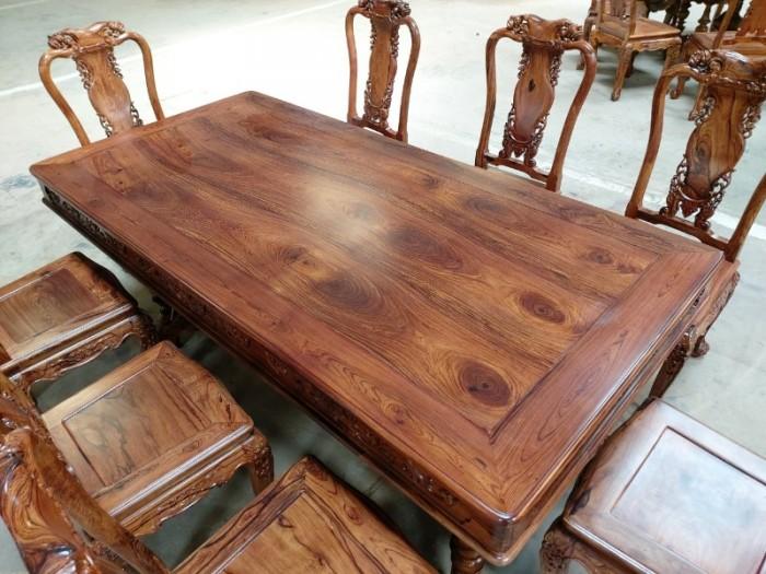 Bộ bàn ăn gỗ cẩm lai 8 ghế VIP được nhiều khách tìm mua tại quận 71