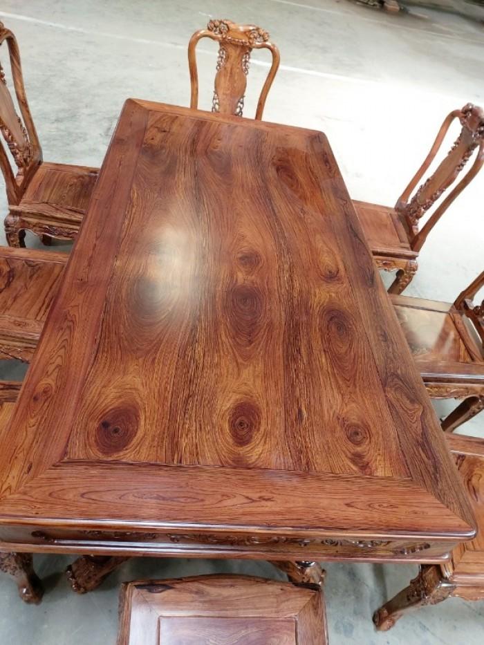 Bộ bàn ăn gỗ cẩm lai 8 ghế VIP được nhiều khách tìm mua tại quận 74