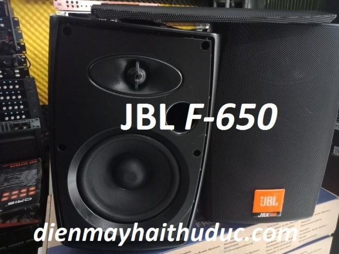 Loa treo tường JBL F-650 thiết kế Hình dáng Loa hình bán cầu vuông0