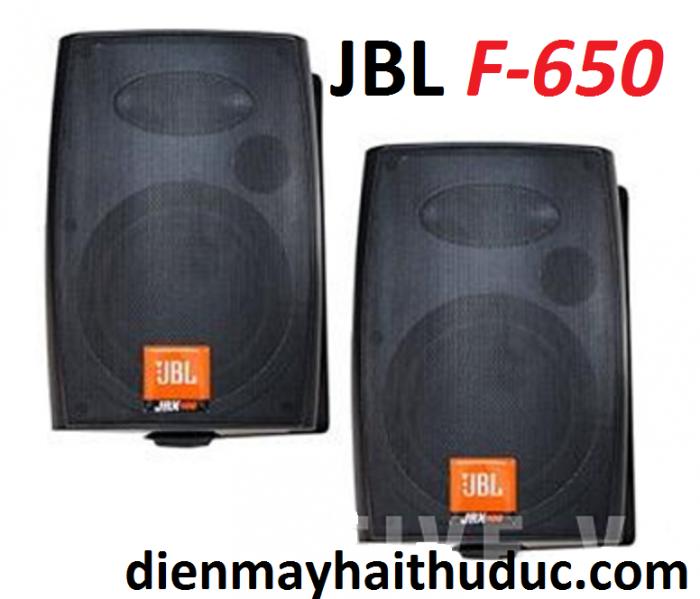 Loa treo tường JBL F-650 nên trang bị vài cặp trong hội trường lớn cho nghe rõ và trải đều để người nghe cảm nhận được âm thanh hay hơn.1