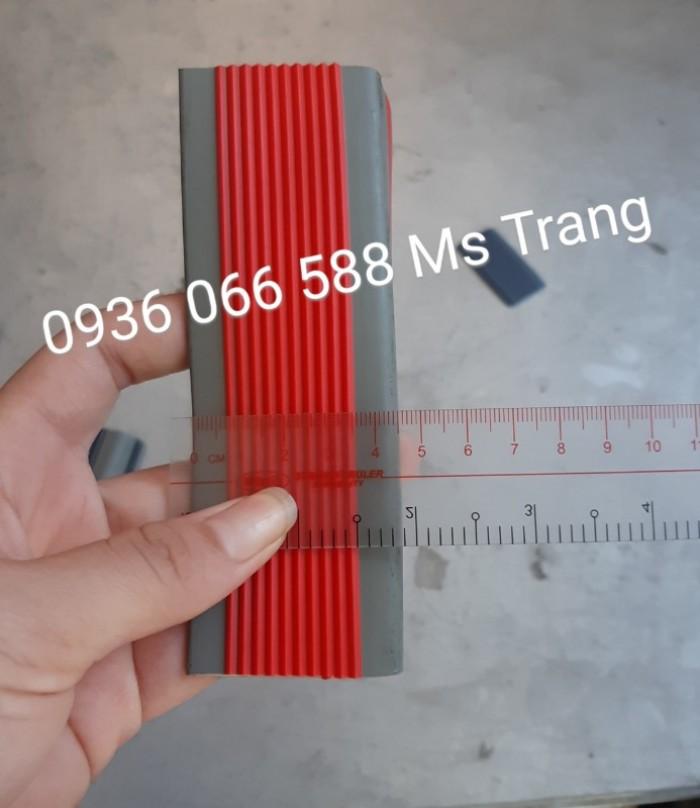 Nẹp nhựa PVC nẹp chống trơn ốp mũi bậc cầu thang, PVC nhựa1