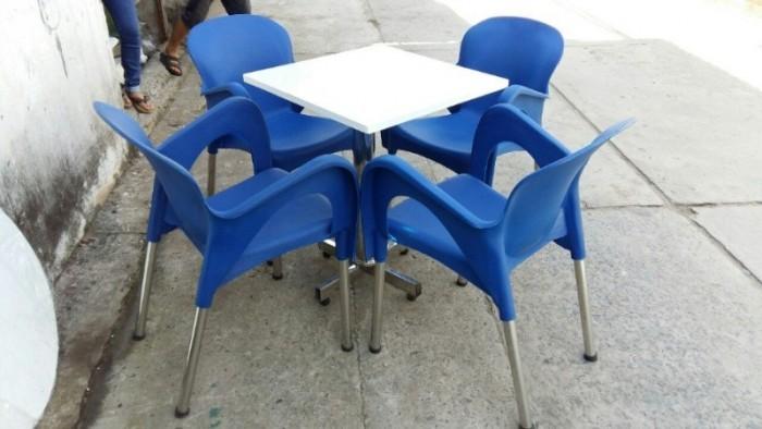Cần thanh lý 10 bộ bàn ghế nhựa đúc chân sắt cà phê cực đẹp,giá cực rẻ..0