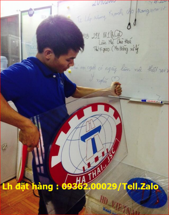 Xưởng chuyên cung cấp biển công ty mica, đồng ,inox tại Hà Nội3