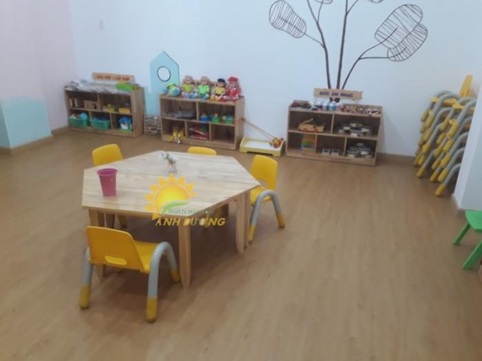 Cung cấp bàn ghế gỗ mầm non giá rẻ, uy tín, chất lượng nhất3