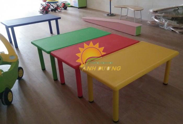 Cung cấp bàn nhựa hình chữ nhật cao cấp, chắc chắn cho trường lớp mầm non2