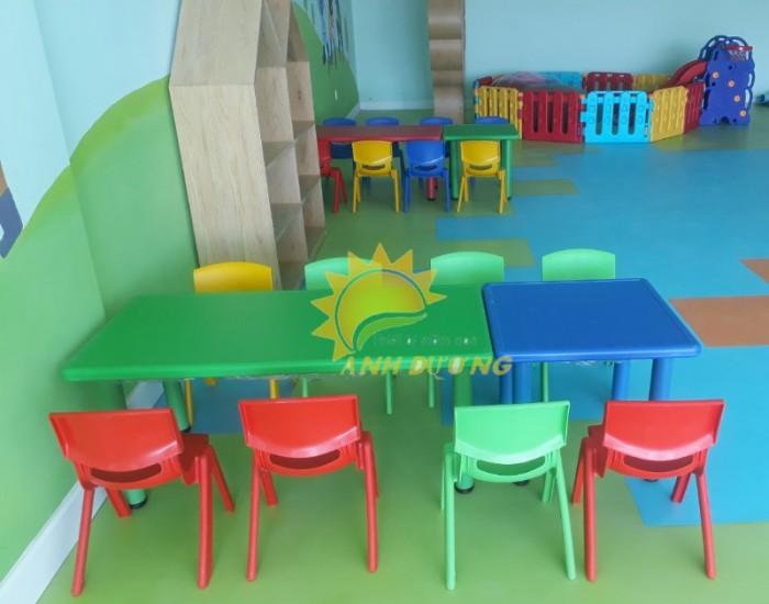 Cung cấp bàn nhựa hình chữ nhật cao cấp, chắc chắn cho trường lớp mầm non6