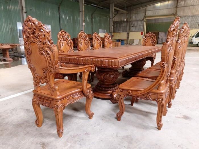 Bộ bàn ăn kiểu cổ điển phong cách sang chảnh- quý tộc được đại gia mua dùng5
