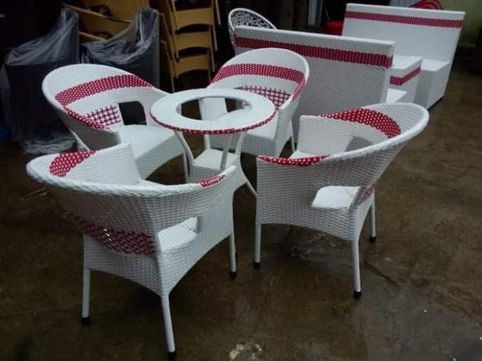 Bàn ghế nhựa giả mây giá tại nơi sản xuất.3