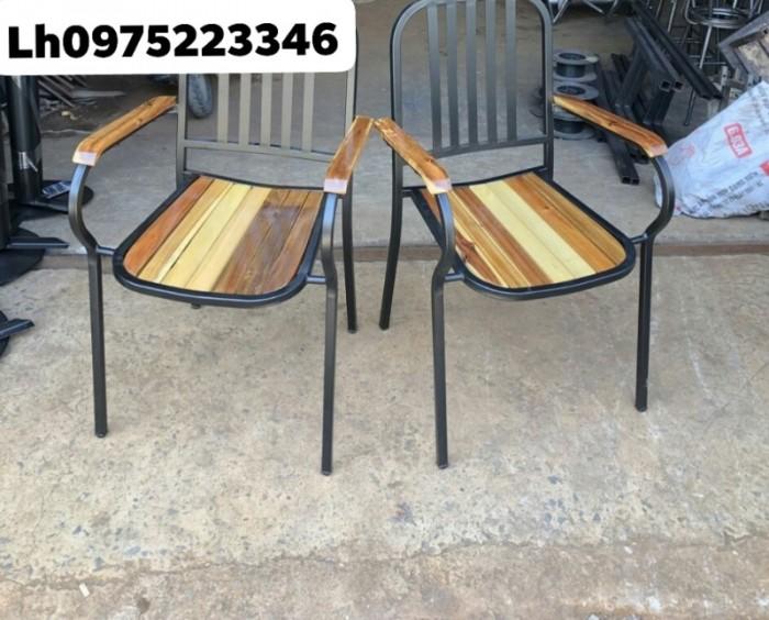 Xả kho lô bàn ghế gỗ chân sắt giá rẻ..3