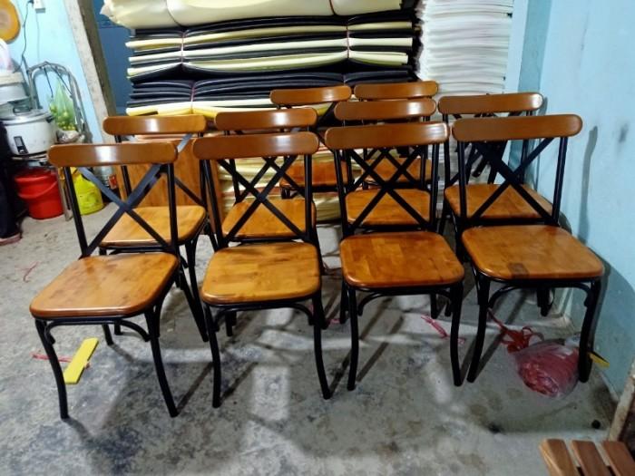 Xả kho lô bàn ghế gỗ chân sắt giá rẻ..4