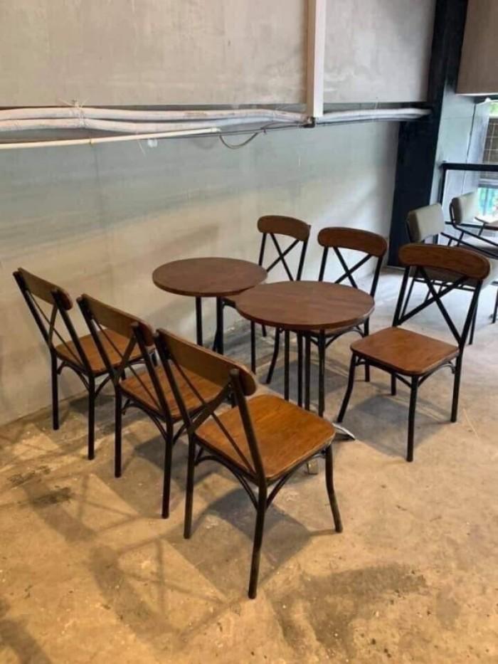 Bàn ghế gỗ chăn sắt dành cho các quán ăn gia đình và quán nhậu3