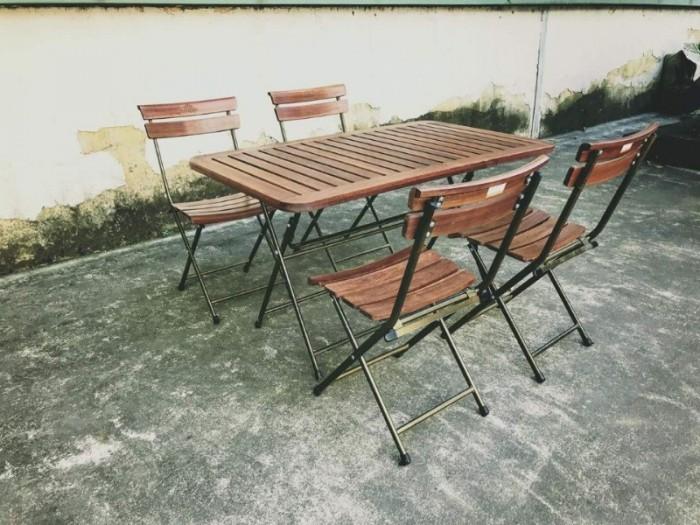 Bộ bàn ghế gỗ dầu có thể chịu mưa chịu nắng hòa hợp với mọi không gian1