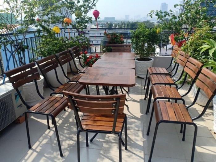 Bộ bàn ghế gỗ dầu có thể chịu mưa chịu nắng hòa hợp với mọi không gian3