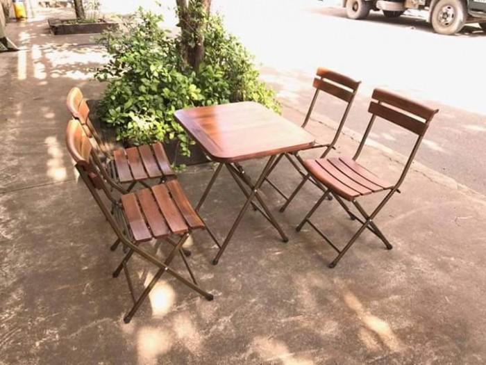 Bộ bàn ghế gỗ dầu có thể chịu mưa chịu nắng hòa hợp với mọi không gian4