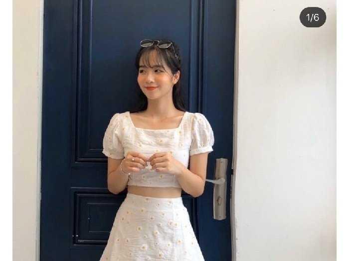 Set nữ trắng hoa cúc áo croptop chân váy2