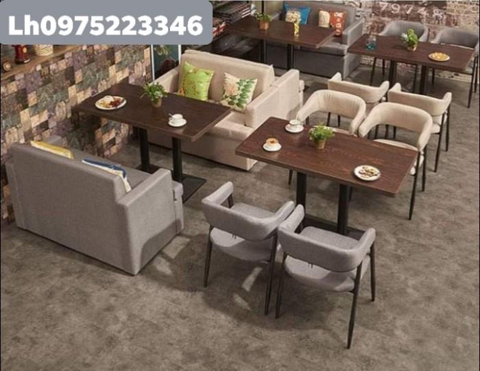 Bàn ghế gỗ có nệm hòa hợp với tất cả mọi không gian.6