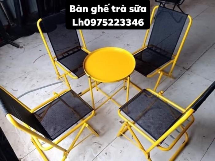 Bàn ghế gỗ có nệm hòa hợp với tất cả mọi không gian.8