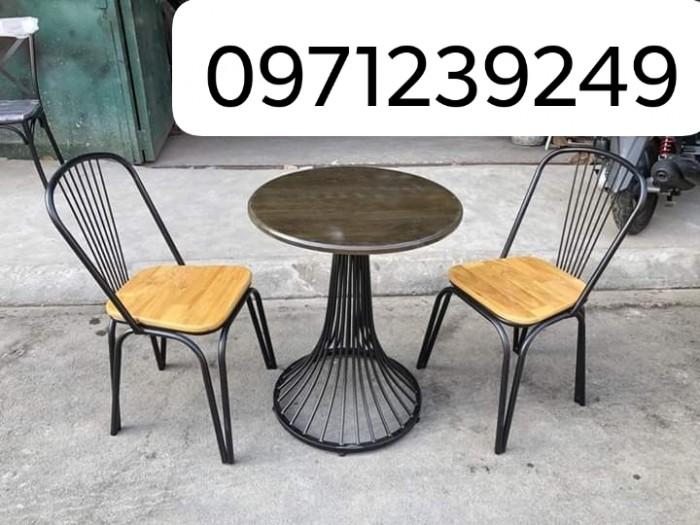 Bàn ghế sắt đủ màu ngồi êm và sang giá tại xưởng..2