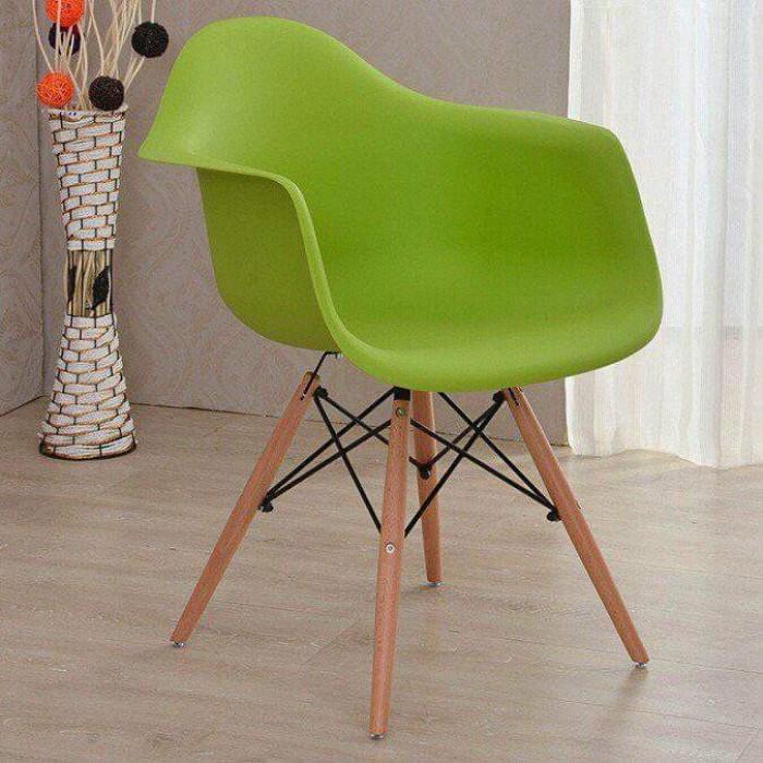Ghế nhựa đúc cao cấp chân gỗ thanh lý..4
